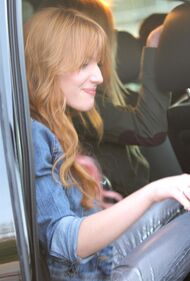 Bella Thorne Lunch22