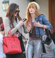 Bella Thorne Lunch9