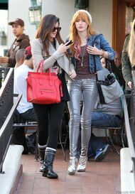Bella Thorne Lunch8