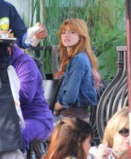 Bella Thorne Lunch24
