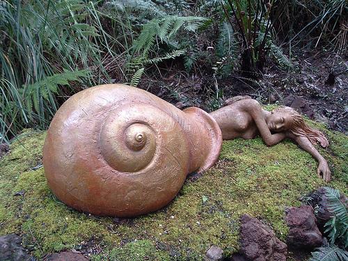 File:Bruno's sculpture garden.jpg
