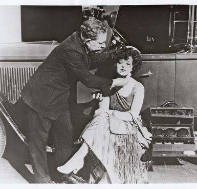 File:Clara Bow gets her makeup done by Max Factor - Around late 1920s.jpg