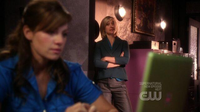 File:Lois and Chloe.jpg