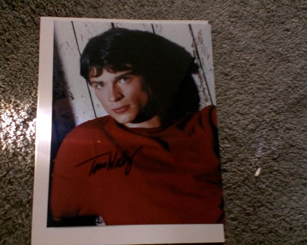 File:Tom Welling Autograph.jpg