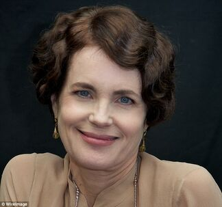 27527CC500000578-3027481-Retro Lady Cora Crawley of television s Downton Abbey has made C-a-35 1428334289255