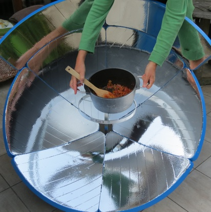 File:SolarCooker Eco3 new pot suppport, 1-24-13.jpg