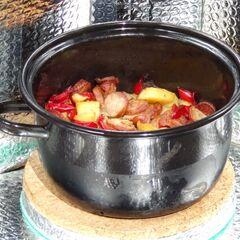 Fig. 20. Casserole de pommes de terre avec les saucisses et les poivrons (1.1 kg)