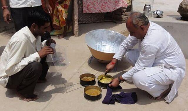 File:Parvati cooking photo 8-11.jpg