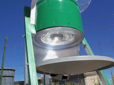 File:Art's Hybrid Solar Oven, light from below, 11-4-13.jpg