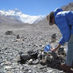 Allart and his wife use their own solar trekkers backpack cooker for tea preparation while in Tibet.