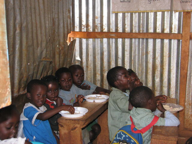 File:Kids eating in classroom (2).jpg