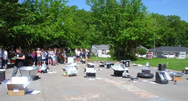 File:Mary Buchenic solar cooker project, 5-15-14.jpg