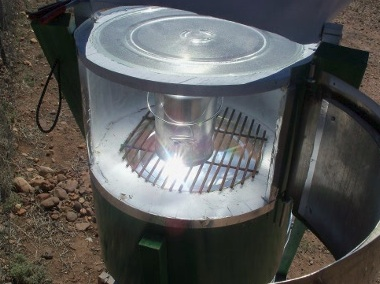 File:Art's Hybrid Solar Oven, access door, 11-4-13.jpg
