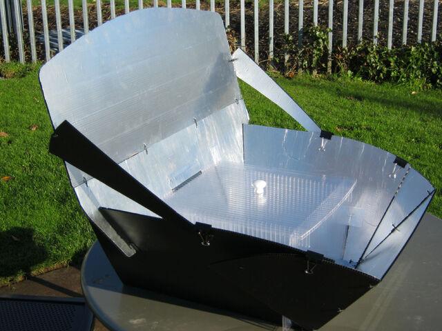 File:Panel-Box Cooker, high sun, 11-26-12.jpg