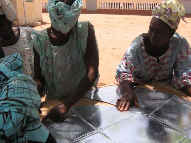 File:Gambia solar oven fabrication 2.jpg