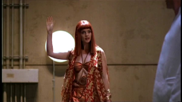 File:Hathor abducts SG1.jpg