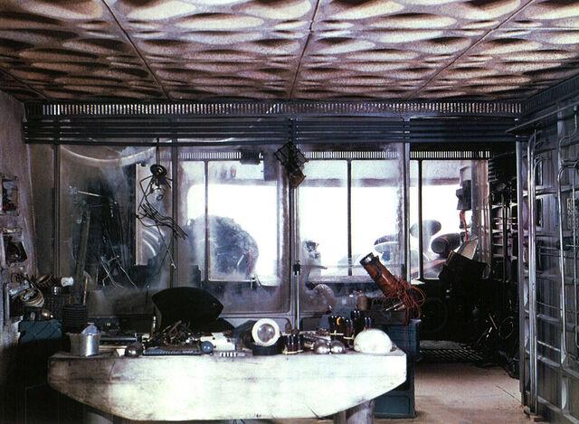 File:Tosche station interior.jpg