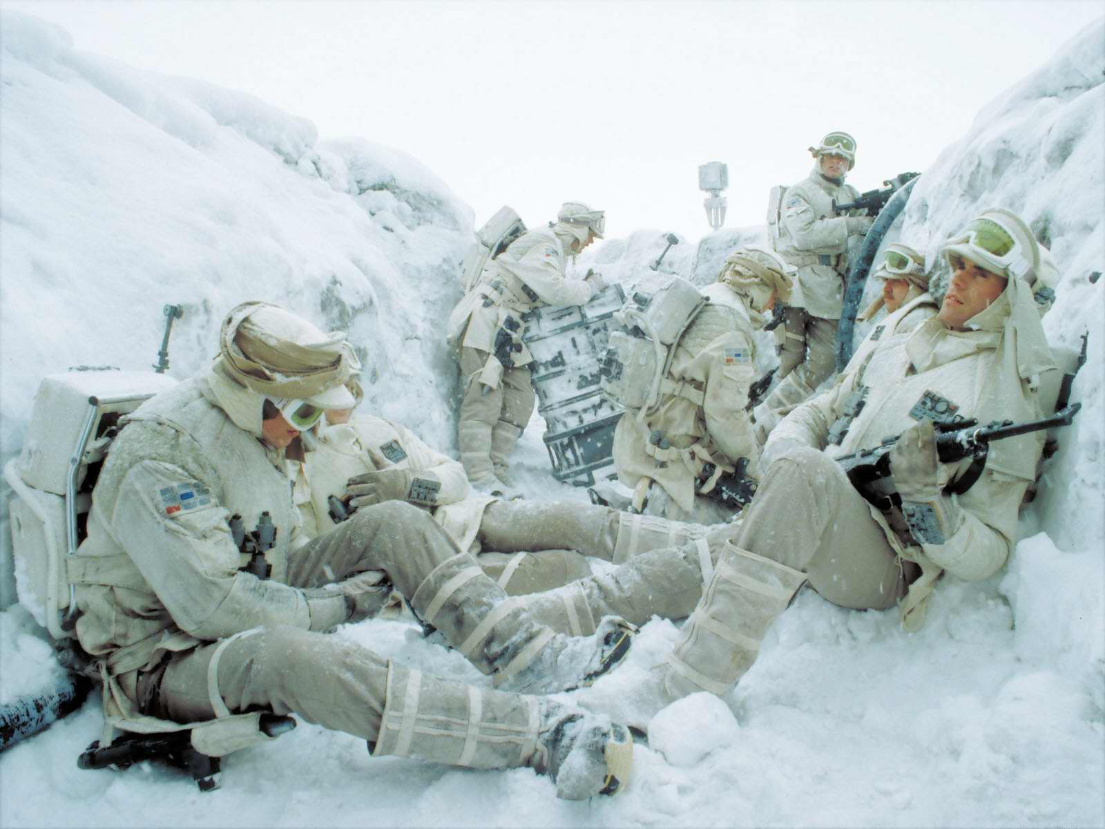 http://vignette1.wikia.nocookie.net/starwars/images/b/b6/Hoth_trenches.jpg/revision/latest?cb=20080425164951