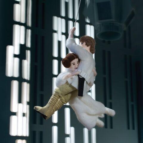 File:Star Wars Epic Yarns - Felt Luke and Leia.jpg