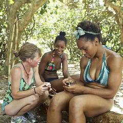 Tasha with the Luzon women.