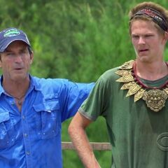 Spencer wins his 3rd individual immunity.