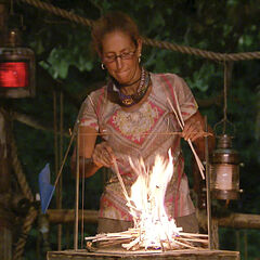 Carolyn competes against Rodney in the fire-making challenge.