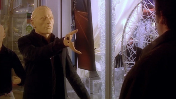 File:Auton fires Rose.jpg