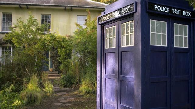 File:TARDIS exterior TEH.jpg