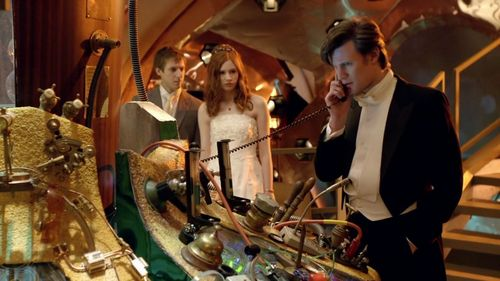 File:Newlywed Ponds watch Eleven answer phone.jpg