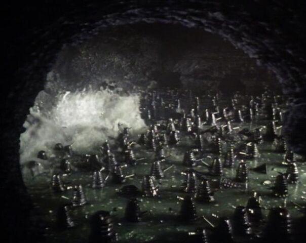File:Fronzen Daleks.jpg