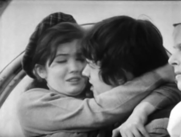 File:Jamie and Victoria embrace 2.jpg