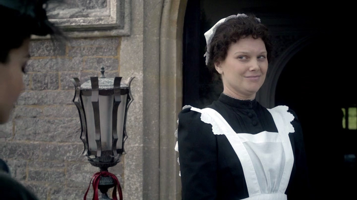 LizWhite-as-Alice-in-TheSnowmen