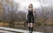 Taylor-Swift-In-Cute-Black-Dress-2560x1600-24338
