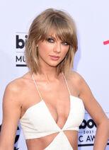 Taylor-swift-white-jumpsuit-bbmas-red-carpet-2015-2