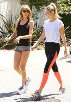 Taylor Swift Taylor Swift Gigi Hadid Out Hike 5N6lcUTOBV l