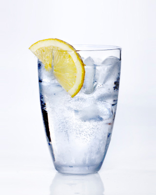 File:WaterWithLemon.jpg