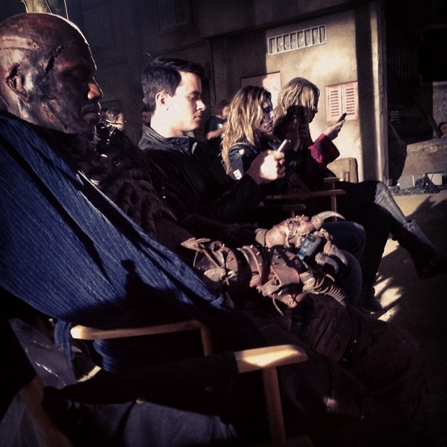 Datei:Teen Wolf Season 4 Behind the Scenes Ryan Kelley Jill Wagner unidentified Berserker Jun 25.jpg