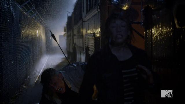 Datei:Teen Wolf Season 4 Episode 10 Monstrous Lori and Brett run.png