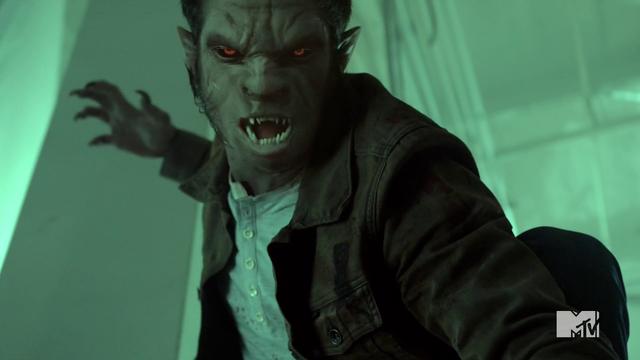 Datei:Teen Wolf Season 4 Episode 10 Monstrous Scott full face change.png