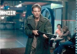 T1 Kyle Reese defends Sarah
