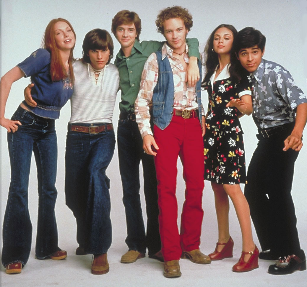 http://vignette1.wikia.nocookie.net/that70sshow/images/e/e2/That_70s_Show_Cast.jpg/revision/latest?cb=20060224191028