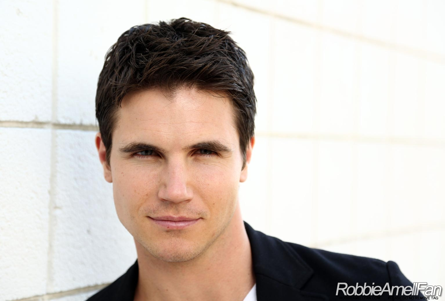 Image - Robbie Amell 0...