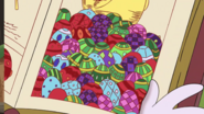 S1e22b Lays bejeweled eggs