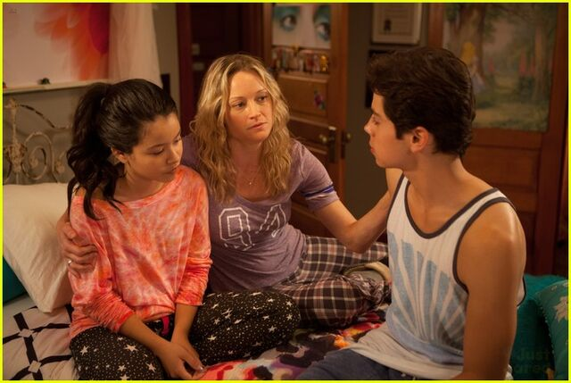 File:The fosters pilot.jpg