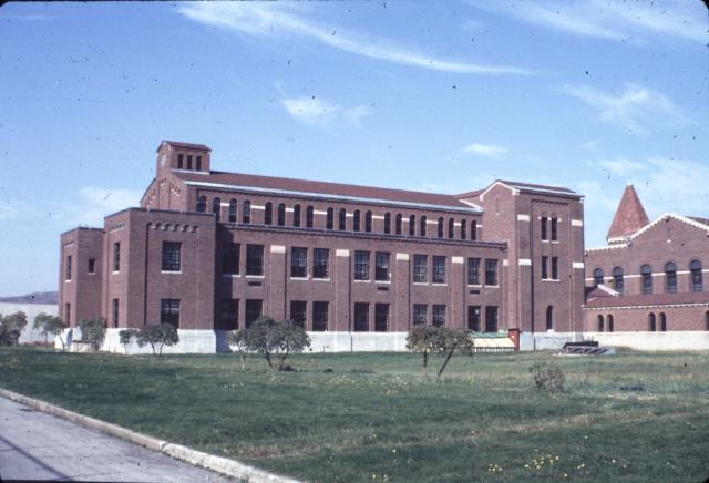File:The actual school building.jpg