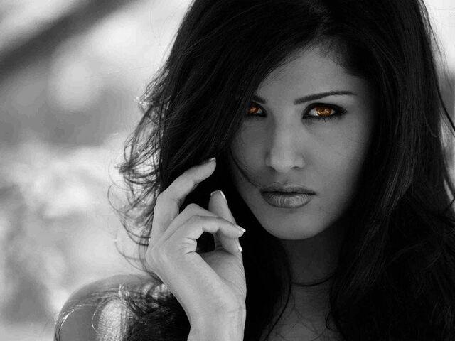File:Hot girl black hair 12171.jpg