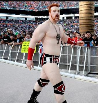 File:Sheamus walking past people in wrestlemaina.PNG