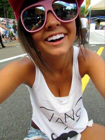 File:Glasses and tank top.jpg
