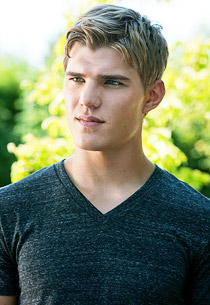 File:111026chris-zylka1.jpg
