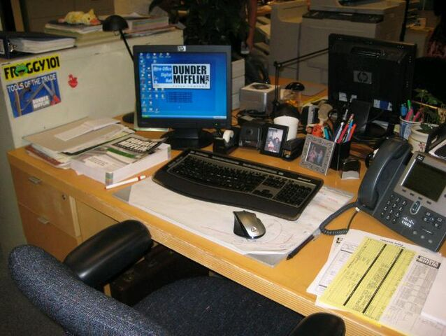 File:Dwight'sDesk.jpg